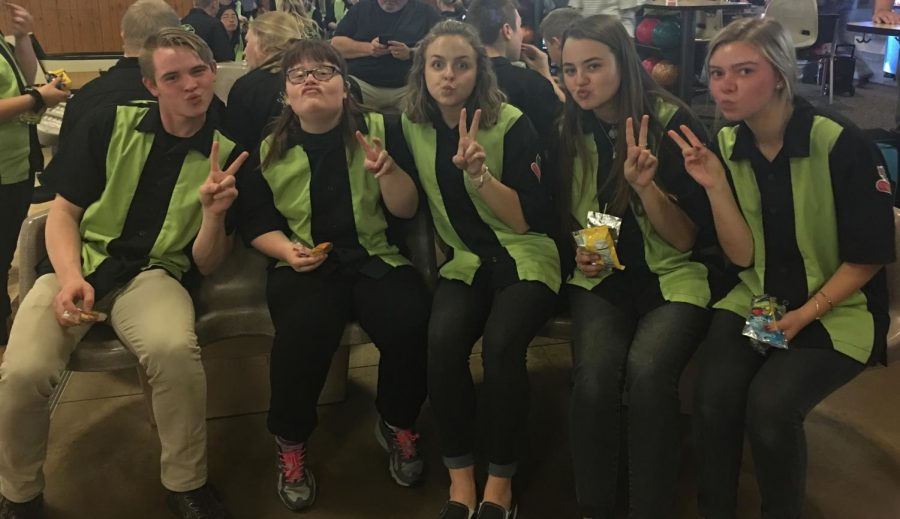 Seniors Grant Collins, Emily Barber, sophomore Kyra Boesiger, senior Lauryn Bailey and junior Bae Brummond pose, all sporting Barber's famous duck face.